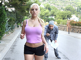 oyeloca blondie fesser - Ive Never Fucked A Fan Before