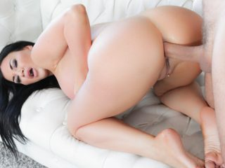 Find Real Sex Contacts With Jasmine Jae Built For Anal Sex