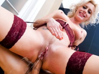 MILF Brittany Squirts/Gapes/Prolapses!