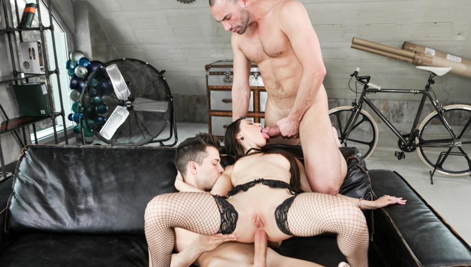 Gaping Wife Lilu's Anal & DP Threesome