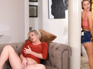 74771 01 01 320x240 - Mastur-Baiting Mommy