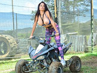 oyeloca mila garcia - Bold Colombian Pussy