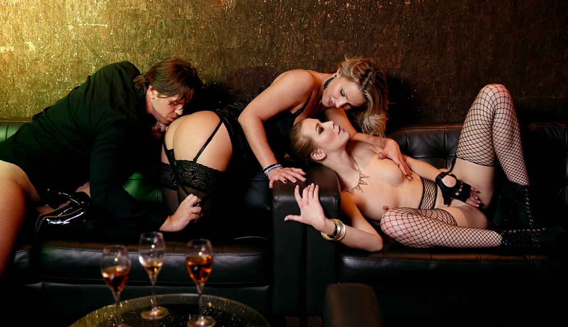 VIP Treatment Given by Alexis and Samantha Is Anal and a Threeway