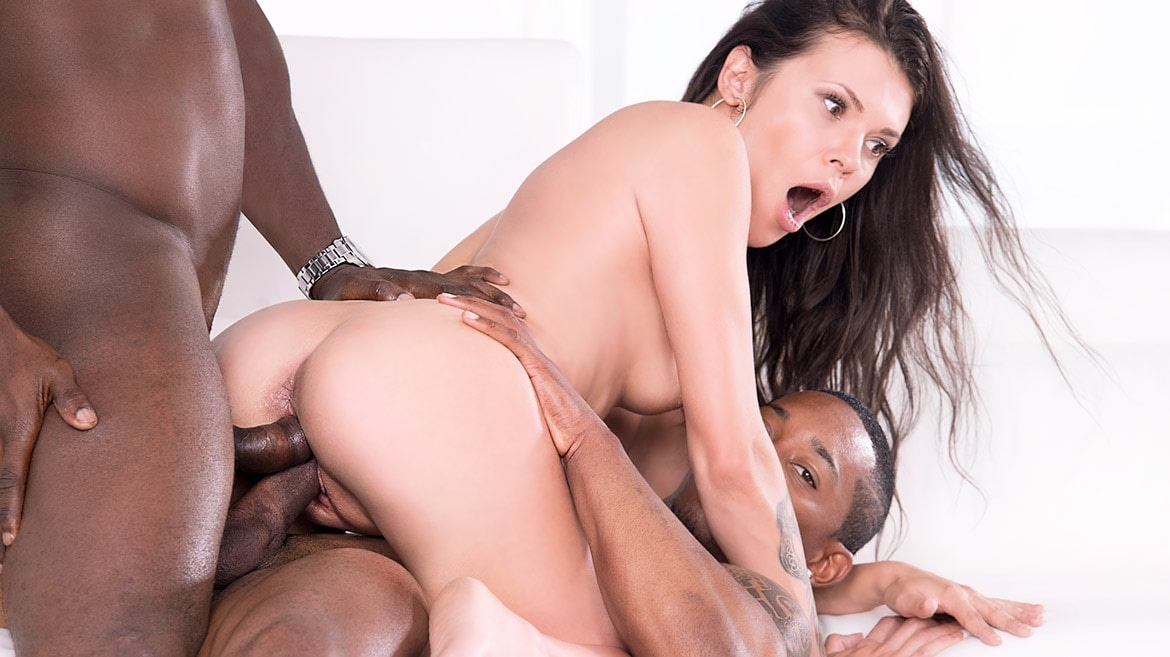 Verona Sky, her first interracial trio comes with double vaginal