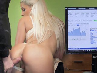 Gorgeous blonde with perfect body offers agent sex for cash