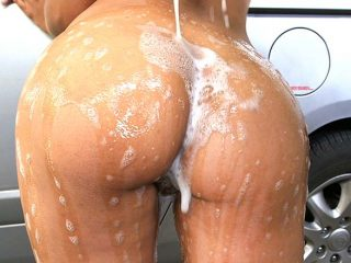 superbig 279 320x240 - Big Colombian ass at the car wash