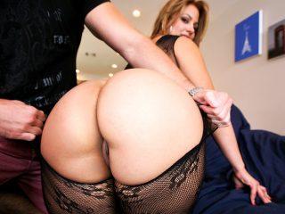 superbig 395 320x240 - Latina girl with a huge ass