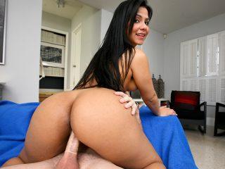 superbig 396 320x240 - Huge sexy latin ass