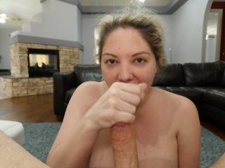 Kiki gives head til she glazes the back of her throat with cum
