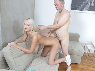 Experienced man gives a sex lesson to blonde.