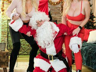 390x590c 287 320x240 - Casca Akashova & Paisley Porter ride Santa's candy cane