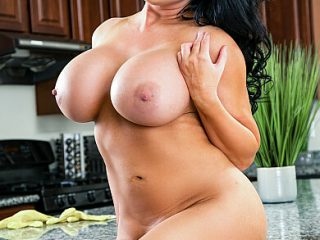 390x590c 315 320x240 - Sybil Stallone gets a creampied