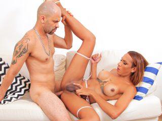 83220 01 01 320x240 - TS Maria Flavia + Stud: BJs, Anal, Cum