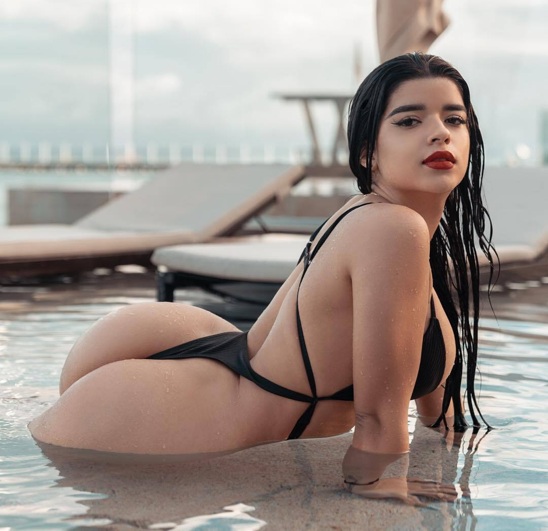 Juanita Belle shows hot body and sexy ass in swimsuit - Tyga And Juanita Belle OnlyFans Leaked Sex Tape